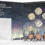 Joulurahasarja sisältää vuoden 2016 käyttörahat himmeäkiiltoisina, ja sen kruunaa revontulitaivaan ikuistava muistomitali.