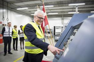 Tanskan keskuspankin pääjohtaja Hugo Frey Jensen tuli juhlistamaan valmistuksen aloittamista Vantaalle.